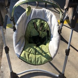 Graco swing slim space compact baby